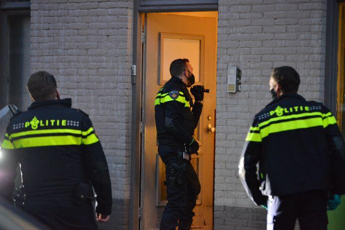 Politie aanwezig in Breda voor melding steekpartij aan de Ploegstraat.
