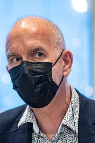 """Geert Molenberghs werpt mondmasker en Covid Safe Ticket op als maatregelen tegen besmettingscijfers """"die nu sneller stijgen dan verwacht"""""""