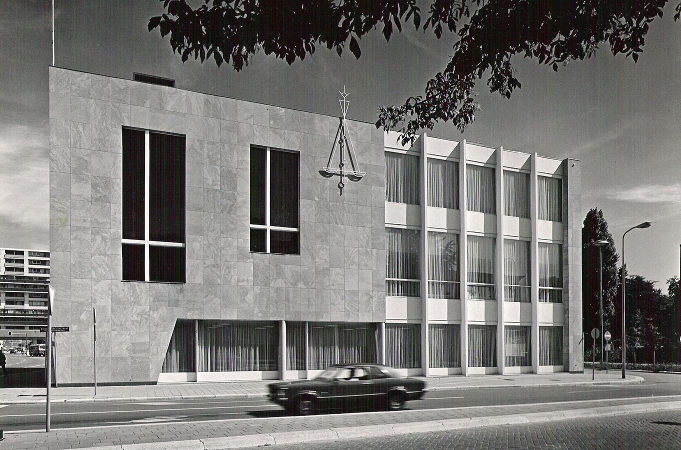 Voormalig rijksbouwmeester Jo Coenen gaf het gebouw - samen met twintig andere gebouwen in Nederland uit de wederopbouwtijd - de status van 'inspirerende bouwkunst'.
