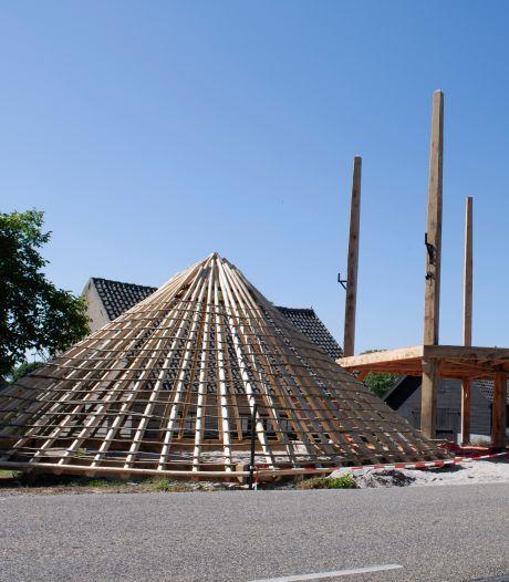 Hooiberg met vijf roeden herrijst in Buurmalsen: 'Het daagt je als ambachtsman echt uit'