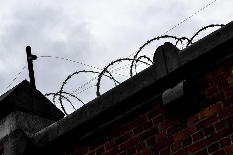 In de gevangenis van Brugge slapen twintig gedetineerden op matrassen op de grond.