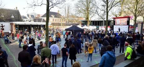 Honderden mensen in Roosendaal voor Forum voor Democratie: 'Afstand maakt veel zieker'