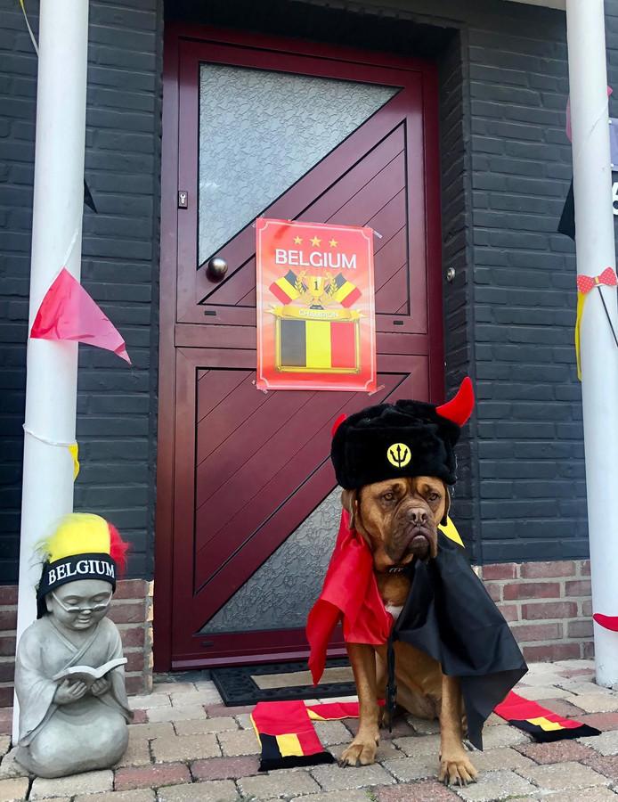 Ook voor de match tegen Rusland droeg Isa een zwart-geel-rode outfit