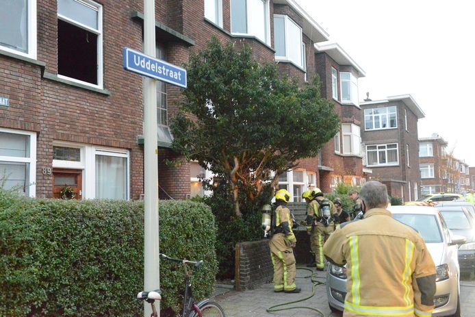 De bewoners van de Haagse Uddelstraat werden vanmorgen opgeschrikt door vlammen.