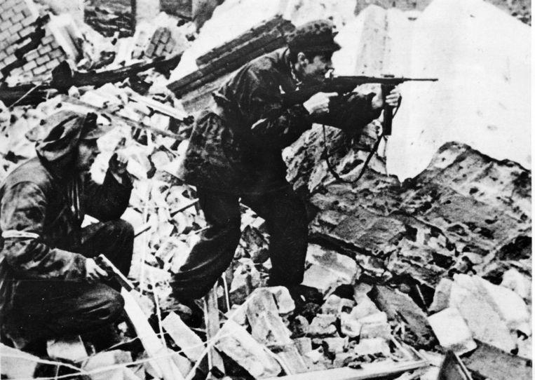 Poolse opstandelingen in Warschau, 1944. Beeld © Sovfoto\UIG