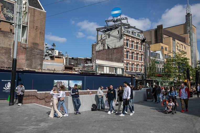 Geen biertje op de hoek van het Leidseplein: het pand van De 'Heineken Hoek' wordt gerenoveerd.  Beeld Amaury Miller