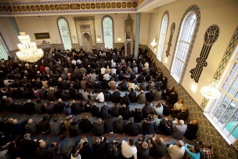 Gebed in de Mevlana moskee in Rotterdam Beeld anp