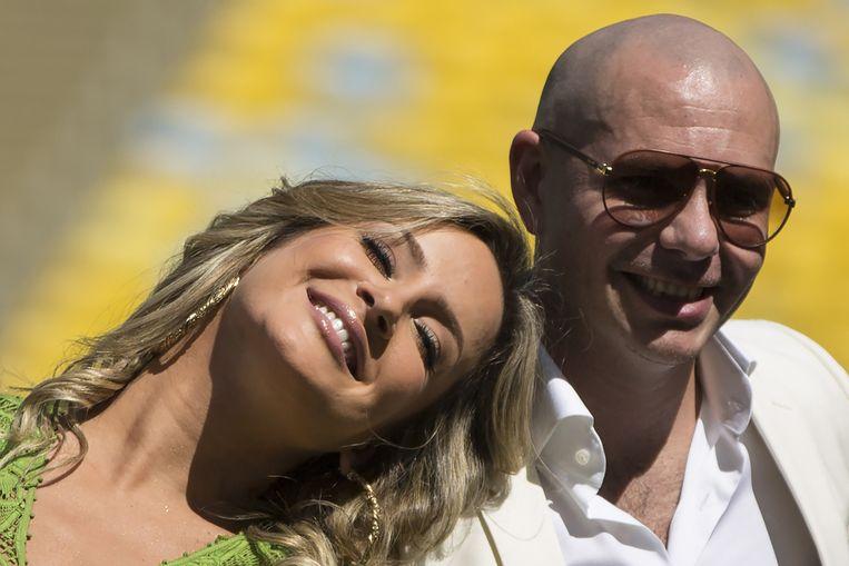 De Braziliaanse zangeres Claudia Leitte en de Amerikaanse rapper Pitbull. Beeld AP