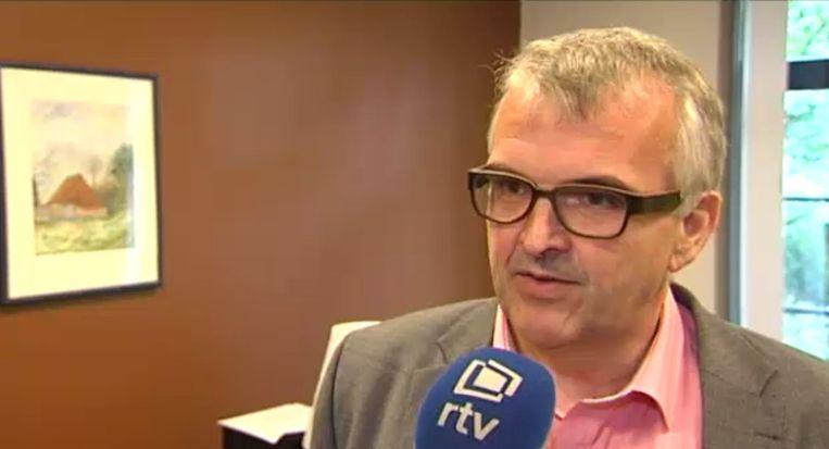 Burgemeester Eric Van Meensel (N-VA) voor de camera's van RTV. Beeld RTV