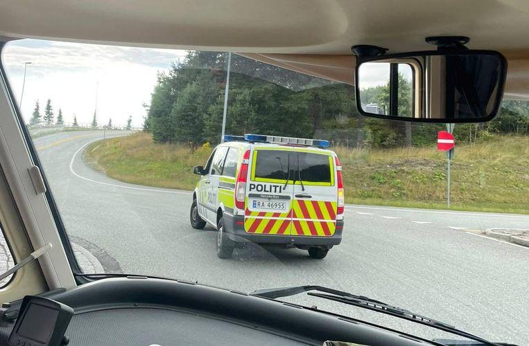 De politie-escorte vanuit de camper van Flory. Beeld Flory Hartog