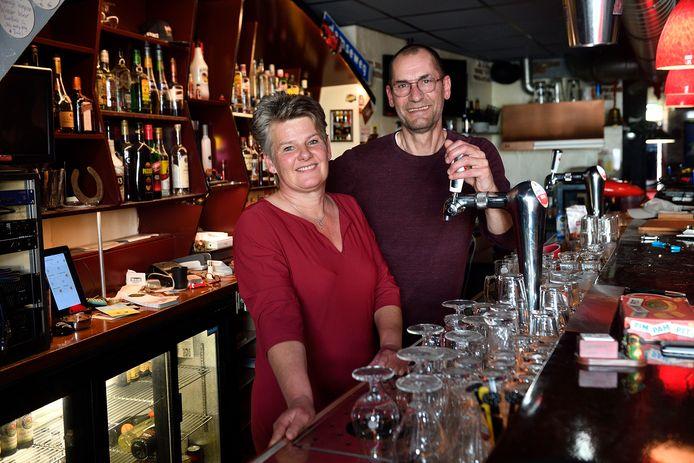 """10 mei 2021 Martin en Lien van café De Dissel in Hoogland. ,,Waarschijnlijk gaan we 30 juni open."""""""