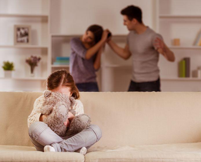 Signalen dat het thuis mis is kunnen door de coronamaatregelen minder zichtbaar zijn.