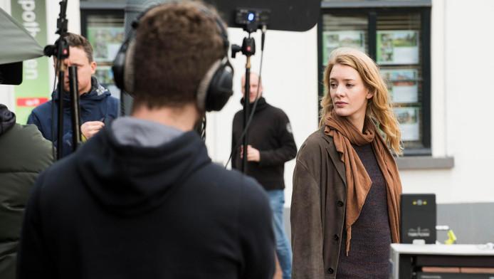 Actrice Noortje Herlaar speelt één van de rollen in de nieuwe dramaserie De 12 van Oldenheim, die in Harmelen wordt opgenomen.