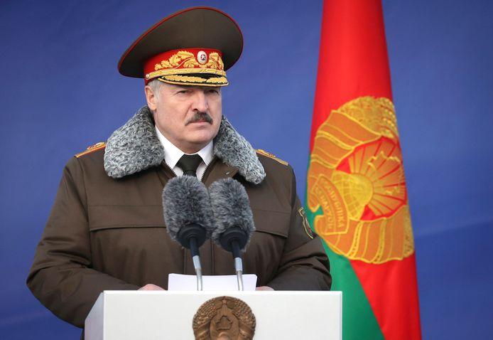 De Belarussische president Alexandr Loekasjenko tijdens een toespraak op de militaire luchtmachtbasis in Minsk eind vorig jaar.