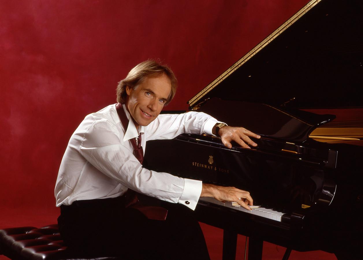 'Als je naar de wachtrij luistert hoor je pianomuziek. Van Richard Clayderman. De rustgevende werking die van zijn pianospel moet uitgaan heeft op mij een averechts effect.'