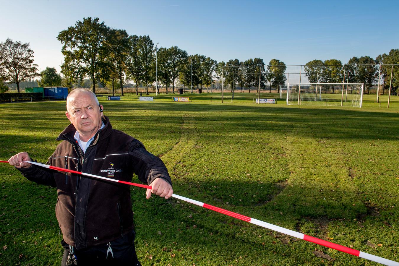 Terreinknecht Paul Schimmel van voetbalclub DSS'14.