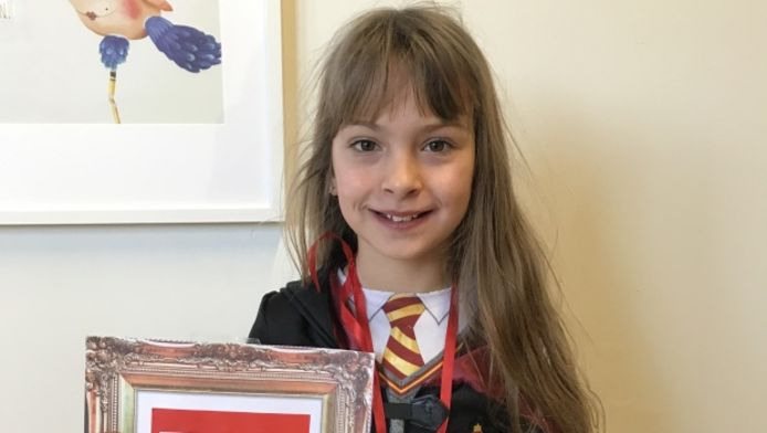 Lara uit het zesde leerjaar van GBS De Kameleon is de nieuwe schooldichter