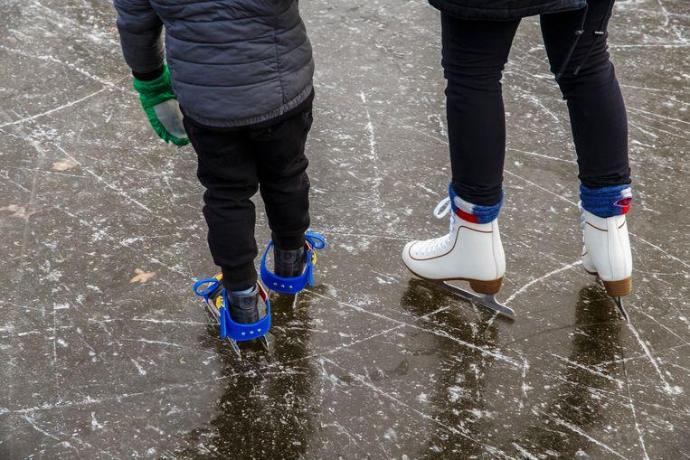Amsterdam. 1-3-2018. Schaatsen op het ijs in Vondelpark. Beeld Carly Wollaert