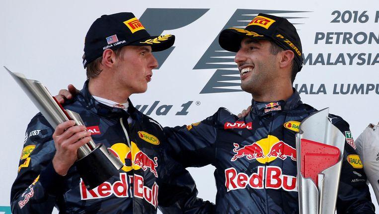 Ricciardo (rechts) won de laatste GP van Maleisië, ook collega Verstappen haalde het podium. Beeld REUTERS