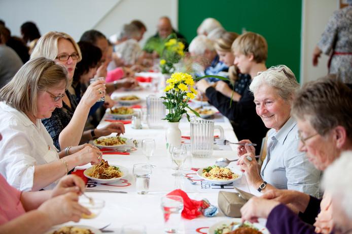 Buurtrestaurant Resto VanHarte serveert op veertig plaatsen in Nederland maaltijden.