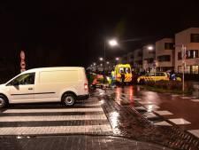 Scooter geschept door bestelauto in Tilburg, slachtoffer met ambulance naar ziekenhuis