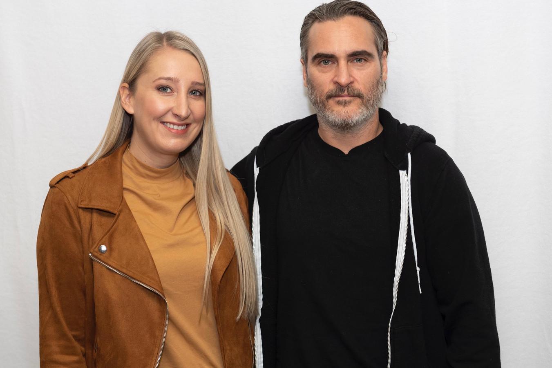 Onze Hollywoodredactrice Kristien Gijbels en een erg slechtgezinde Joaquin Phoenix