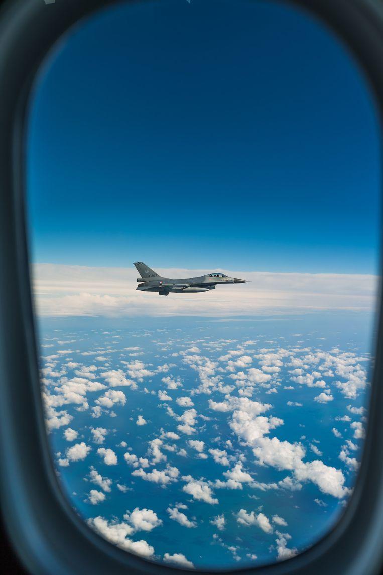 Een van de F16's vanuit de Dreamliner Beeld Andy Troy/LMG
