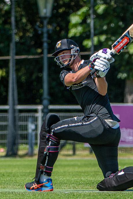 Goudse cricketer Sander Geenevasen actief op hoogste niveau: 'Slechte bal krijg je om je oren'