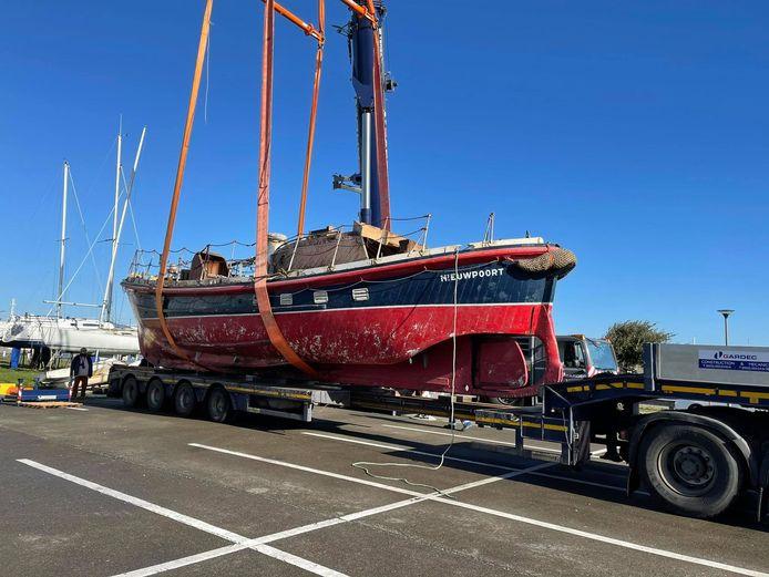 De Watson II werd op een trailer geladen met behulp van telescopische kraan en overgebracht naar een loods aan de Kaai, om aan de restauratie te beginnen.