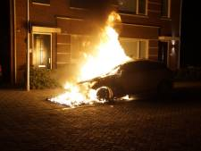 Auto volledig uitgebrand in Elshout