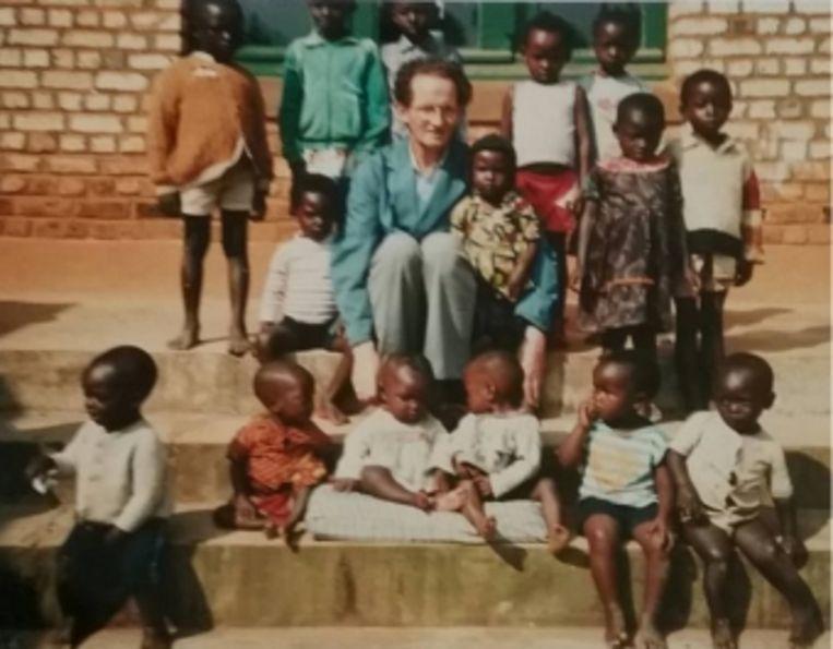 'Het was Broeder René (midden op de foto) die ons de kinderen aanbood en de kindstudies maakte. Wij hebben hem altijd vertrouwd.' Beeld