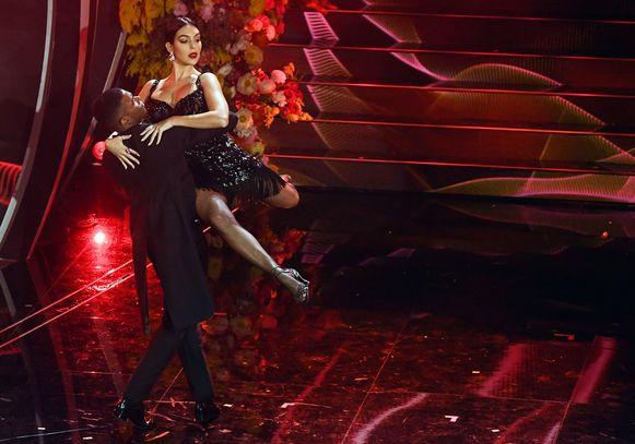 Georgina Rodriguez tijdens haar tango op het festival van Sanremo.
