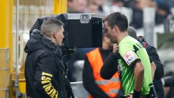 FT België: Twee matchen schorsing voor Rob Schoofs? - scheidsrechtersbaas Verbist feliciteert ref Lambrechts na VAR-ingreep
