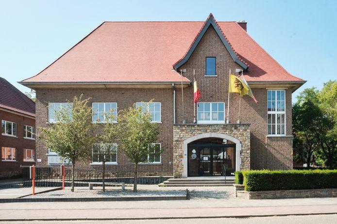 Alweer lege schoolbanken na 1 september in De MET in Tielt-Winge nadat iemand er positief testte op corona.