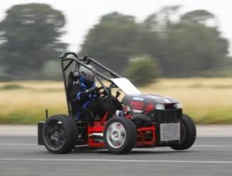 's Werelds snelste grasmaaier haalt 230 km/u
