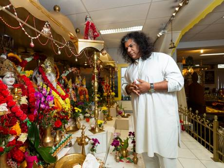 Corona slaat dodelijker toe onder Hindoestanen: 'Genetisch gezien heel gevaarlijke doelgroep'