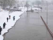 Sneeuw houdt Zutphen, Lochem en omgeving door gevaarlijke wegen bij huis gekluisterd