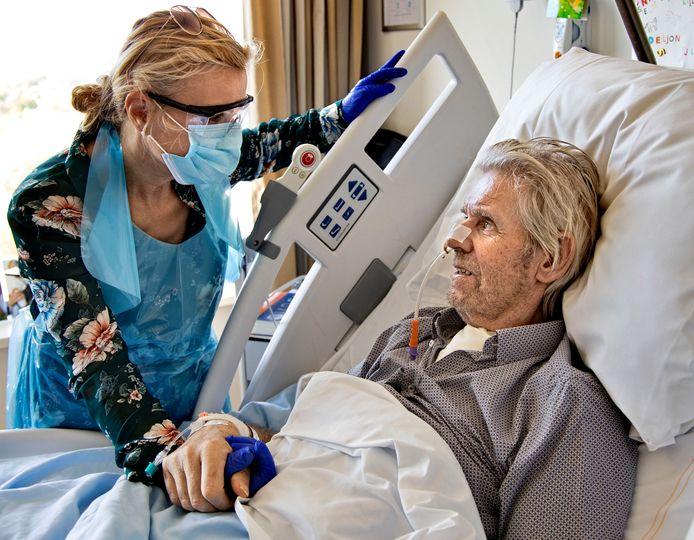 Coronapatiënt Jos Klaassen en zijn vrouw Yvonne.