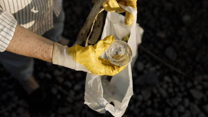 Bomenaars ruimen zwerfvuil op voor World Cleanup Day