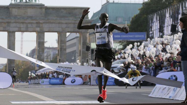 De Keniaan Dennis Kimetto loopt op de marathon van Berlijn in 2014 een nieuw wereldrecord: 02.02.57 Beeld reuters