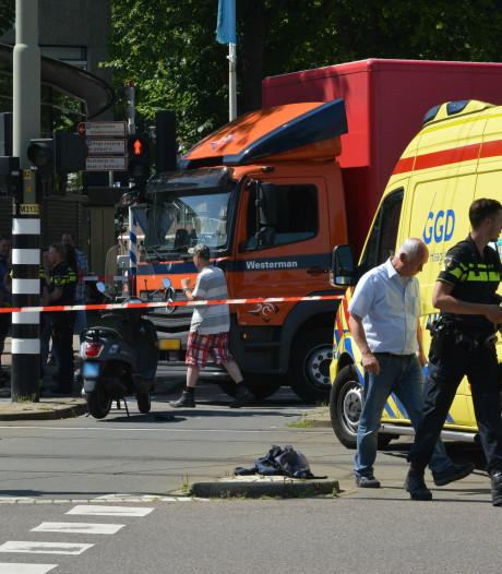 Brommerrijder raakt zwaargewond bij aanrijding met vrachtwagen op Escamplaan
