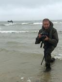 Defensiefotograaf Aaron Zwaal in actie.