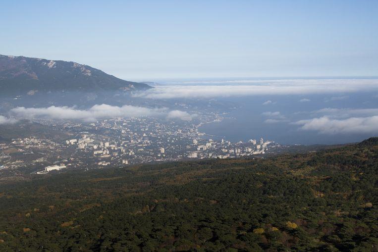 Uitzicht over Jalta, een stad aan de zuidoostkust van de Krim. Beeld ap