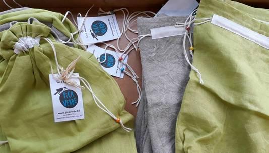 Des sacs sont vendus dans le magasins pour ceux qui auraient oublié leurs contenants