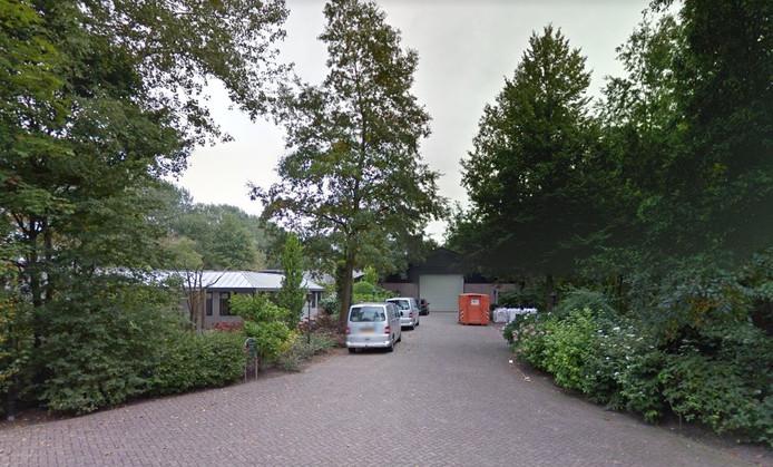 De woning en schuur van Evert de Lange aan de Middelaarseweg in Hoevelaken.