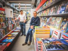 """Rik (57) en Ann (55) laten bekende stripwinkel na 30 jaar over aan trouwe klant: """"Het is beter om een jonge, frisse kapitein aan het roer te zetten"""""""