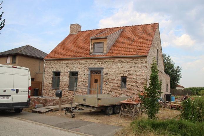 De feiten speelden zich af in of aan de woning van de verdachte, langs de Molenstraat in Boezinge.