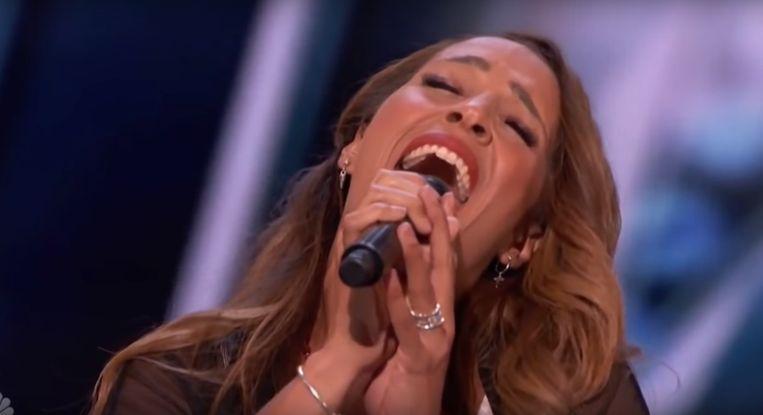 Glennis Grace treedt op tijdens de televisietalentenjacht 'America's Got Talent'. Beeld NBC / YouTube