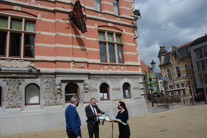 Minister Diependaele mocht vrijdag de stekker insteken en het kunstwerk in beweging zetten.
