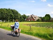 Fiets rond Deventer en dompel je onder in verhalen van het IJssellandschap: 'Je leert dingen die je nog niet wist'